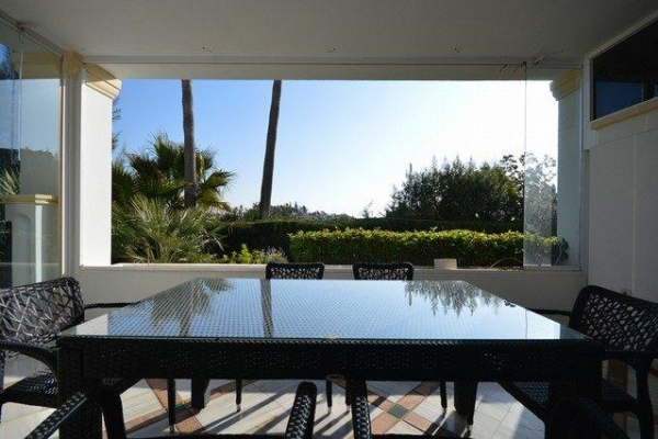 Sold: 5 Bedroom, 5 Bathroom Apartment in Monte Paraiso, Marbella Golden Mile