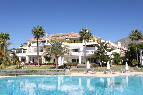 4 Bedroom, 4 Bathroom Penthouse For Sale in Monte Paraiso, Marbella Golden Mile