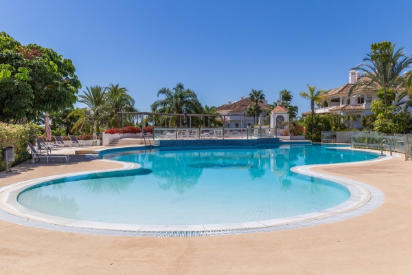 Sold: 3 Bedroom, 2 Bathroom Apartment in Monte Paraiso, Marbella Golden Mile