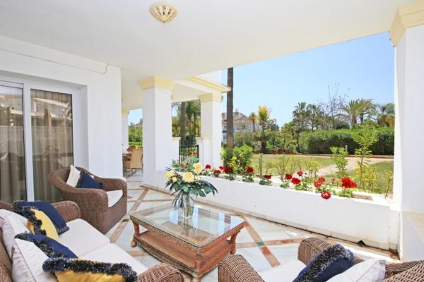 3 Bedroom, 2 Bathroom Apartment For Sale in Monte Paraiso, Marbella Golden Mile