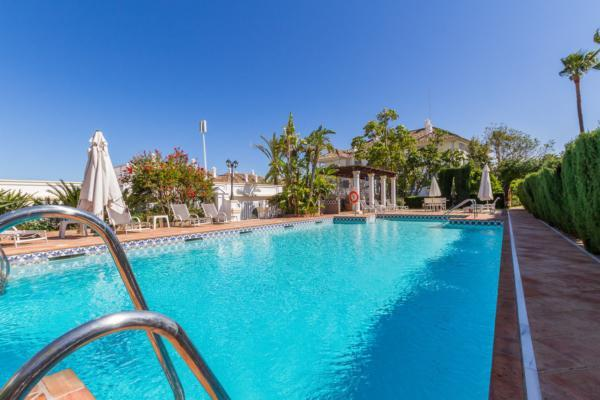 5 Bedroom, 3 Bathroom Apartment For Sale in Monte Paraiso, Marbella Golden Mile