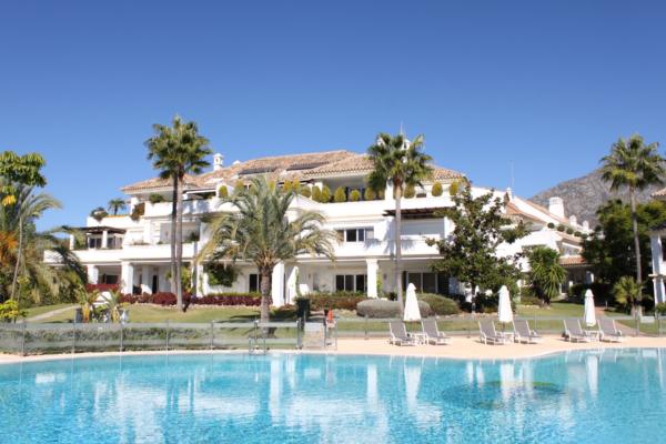 5 Bedroom3, Bathroom Apartment For Sale in Monte Paraiso, Marbella