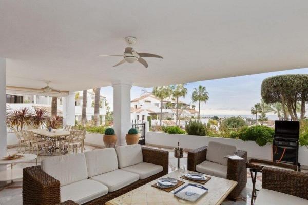 Sold: 4 Bedroom, 5 Bathroom Apartment in Marbella
