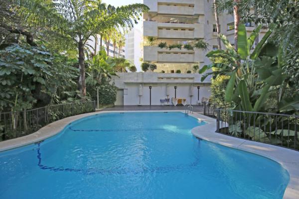 3 Bedroom, 3 Bathroom Apartment For Sale in Jardines del Mediterráneo, Marbella Golden Mile