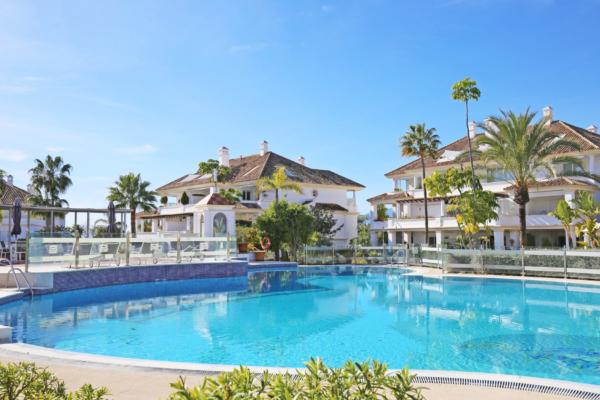 3 Bedroom, 3 Bathroom Penthouse For Sale in Monte Paraiso, Marbella Golden Mile