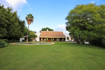 Exceptionally Unique Villa For Sale in Guadalmina Alta, San Pedro de Alcantara