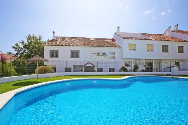 4 Bedroom, 3 Bathroom Villa For Sale in El Capricho, Golden Mile