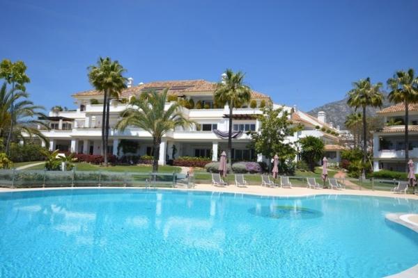 3 Bedroom, 2 Bathroom Penthouse For Sale in Monte Paraiso, Marbella Golden Mile