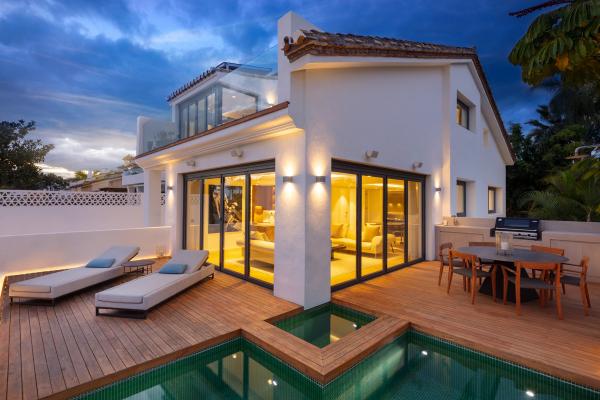 3 Bedroom, 3 Bathroom Villa For Sale in Puente Romano, Marbella Golden Mile